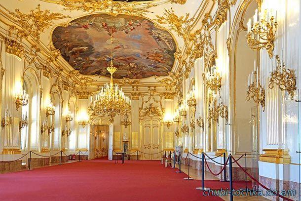 холл дворца